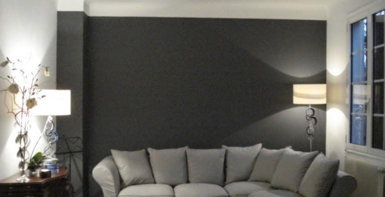Quel mur peindre en foncé dans un salon